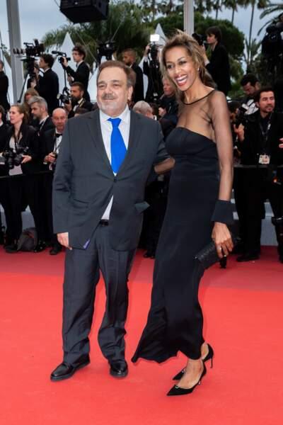 Didier Bourdon et sa compagne Marie-Sandra montent les marches lors du 72e festival de Cannes, le 17 mai 2019.
