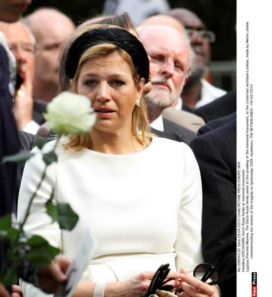 Maxima lors d'un l'inauguration d'un monument en hommage aux victimes de la tragédie du Queensday le 29 avril 2010