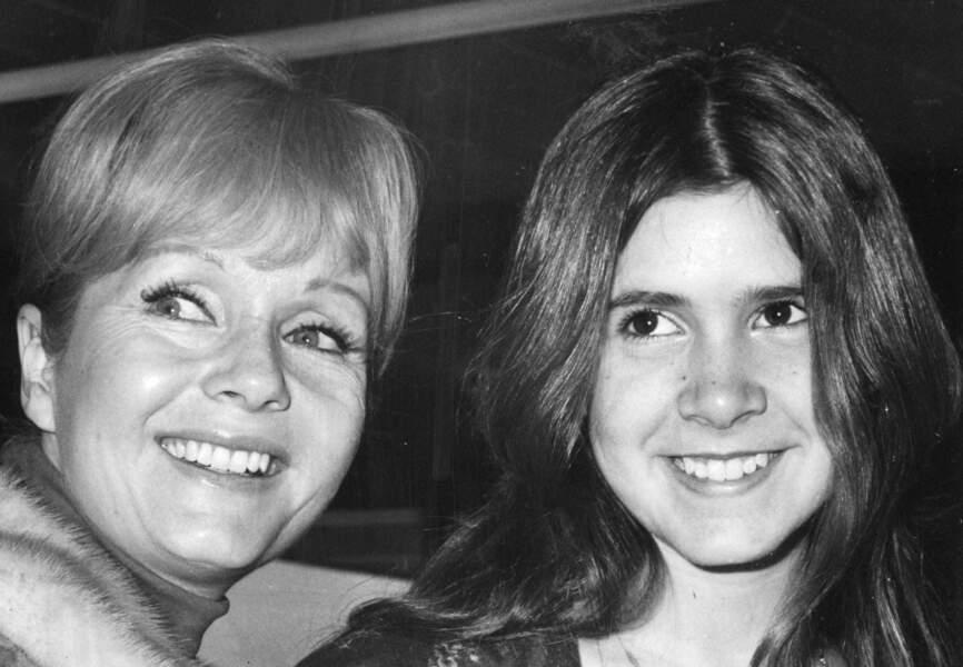 Carrie Fisher et sa mère Debbie Reynolds en vacances en  Espagne en 1972