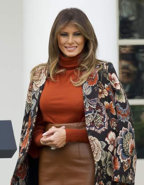 Melania Trump, tout sourire devant la Maison Blanche