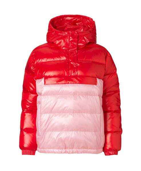 Candy, doudoune à capuche rouge et rose, 294 € (Samsõe & Samsõe @ YOOX).