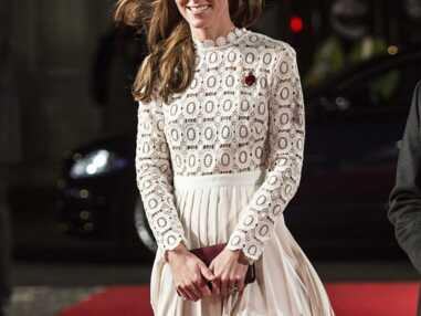 Kate Middleton, sexy en robe fendue