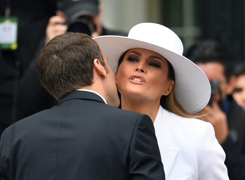Melania Trump embrasse Emmanuel Macron