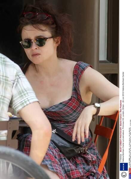 Helena Bonham Carter est une jeune fille très à l'aise.