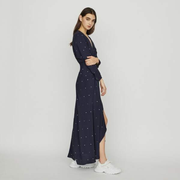 La tenue de Letizia d'Espagne est une Robe longue en crêpe signée Maje Paris, 147,50 €
