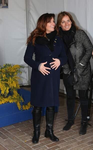 Laetitia Milot, enceinte, défile lors de la marche mondiale contre l'endométriose