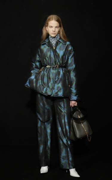 Escada donne à la doudoune classique une allure sophistiquée, comme une veste de costume.