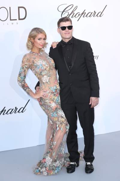 Paris Hilton (robe Christophe Guillarmé) et son fiancé Chris Zylka