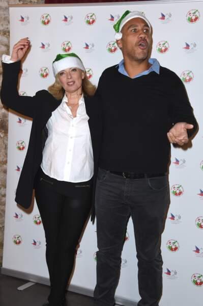 Valérie Trierweiler et Romain Magellan, coiffés de bonnets du père Noël