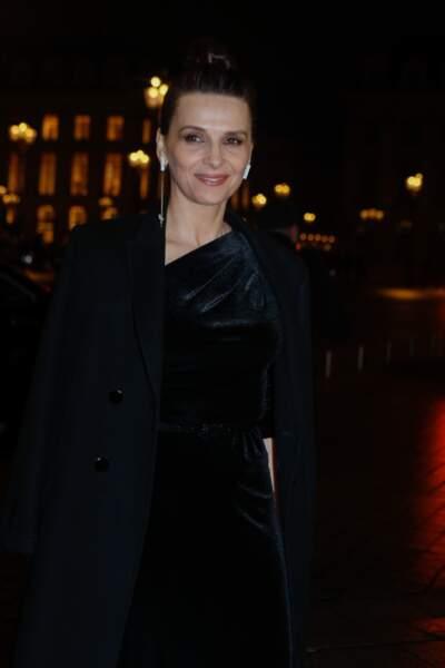 Juliette Binoche, très élégante à Paris