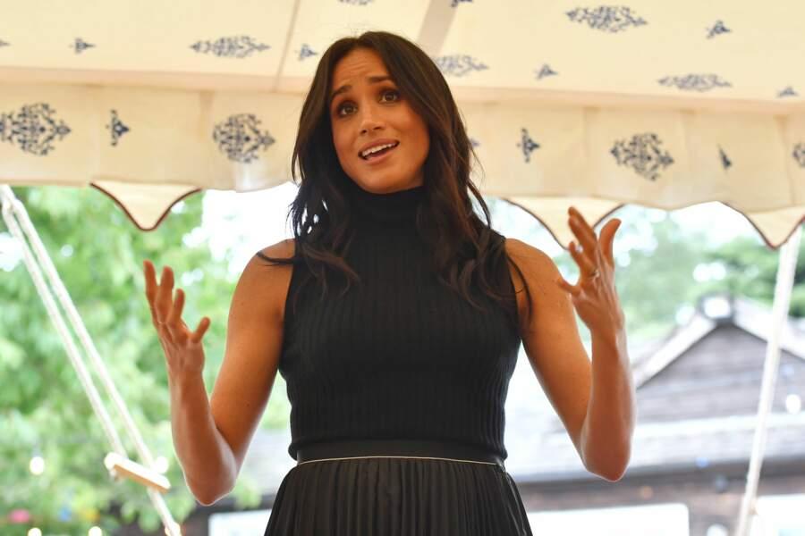 Meghan Markle en top et jupe haute : une tenue qui laisse planer le doute sur sa grossesse