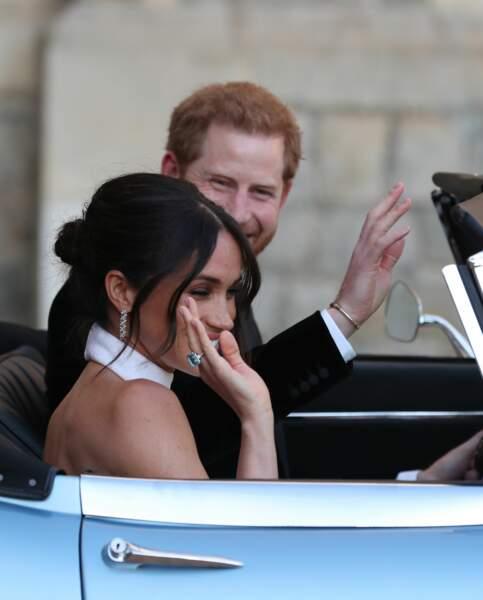 Le couple, désormais uni par le mariage, s'apprête à aller célébrer l'événement avec leurs invités