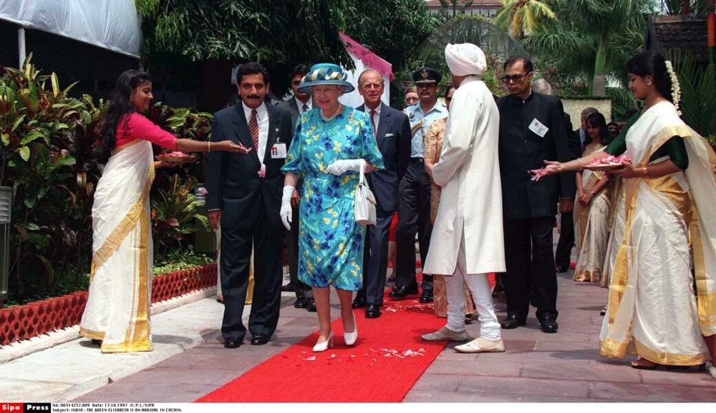 Famille royale oblige, l'accueil est des plus chaleureux pour la reine Elisabeth