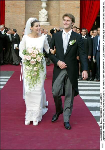 Clotilde Courau (en robe Valentino) et Emmanuel Filibert de Savoie lors de leur mariage à Rome en 2003