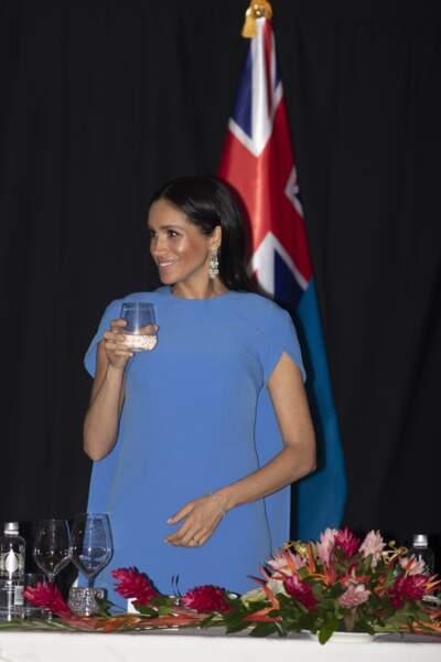 Meghan Markle aux îles Fidji et Tonga : enceinte de 12 semaines ? Le doute subsiste face à son ventre…