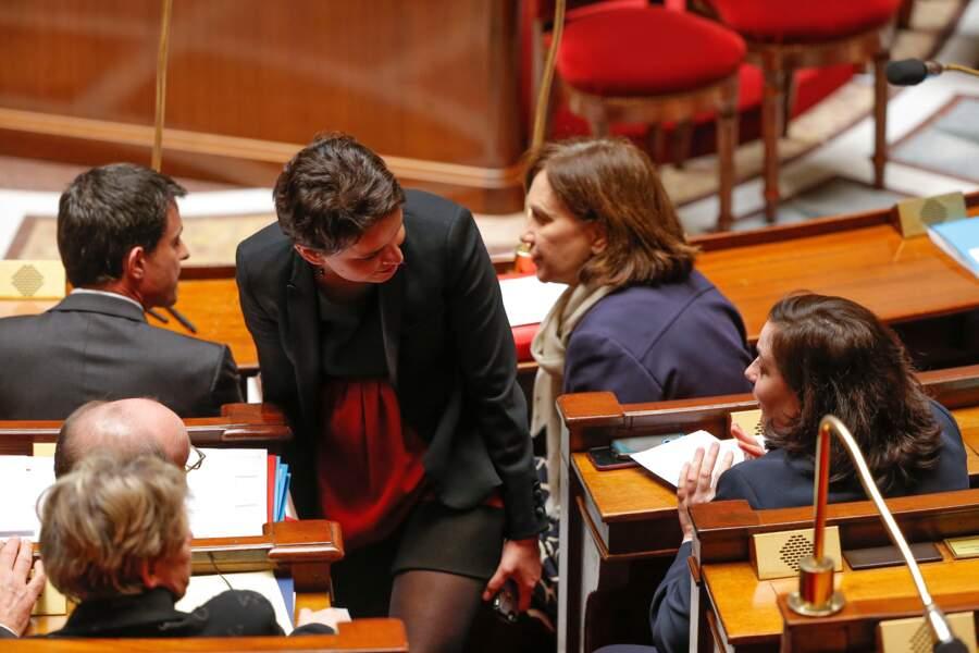 Emmanuelle Cosse et Najat Vallaud-Belkacem remet sa robe plaisantent