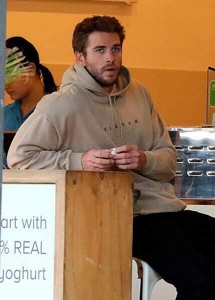 Liam Hemsworth, les yeux dans le vague après sa rupture avec Miley Cyrus