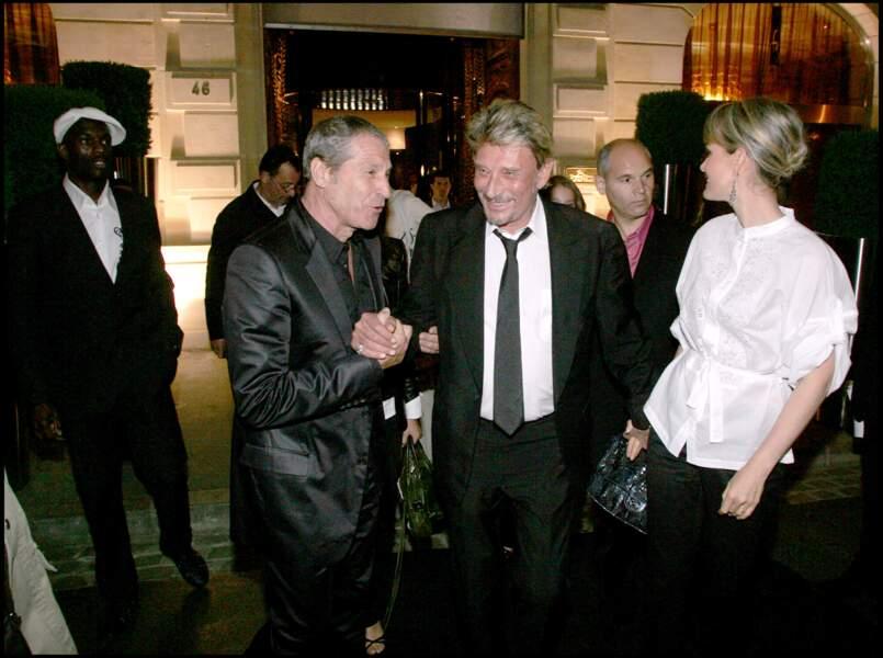 Jean-Claude Darmon, Johnny et Laeticia Hallyday lors d'une soirée au Fouquet's à Paris en 2007
