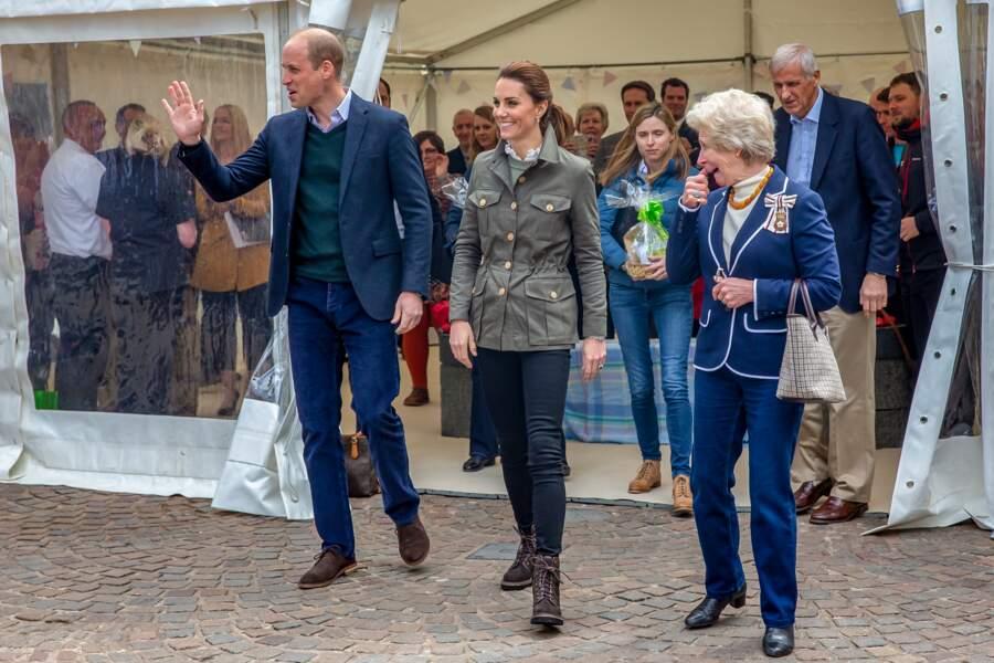 Pour cette visite à Cumbria, le couple royal a opté pour un look décontracté, le 11 juin 2019.