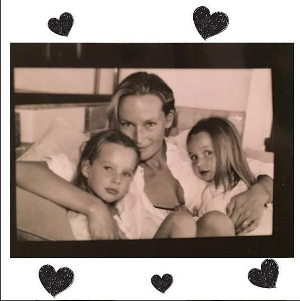Emma Smet, pause tendresse avec sa maman et sa sœur Ilona