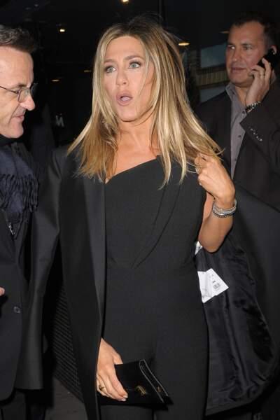 Jennifer Aniston dévoile par mégarde la provenance de son manteau