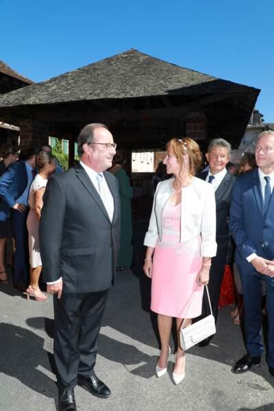 François Hollande et Ségolène Royal visiblement complices au mariage de leur fils Thomas Hollande.