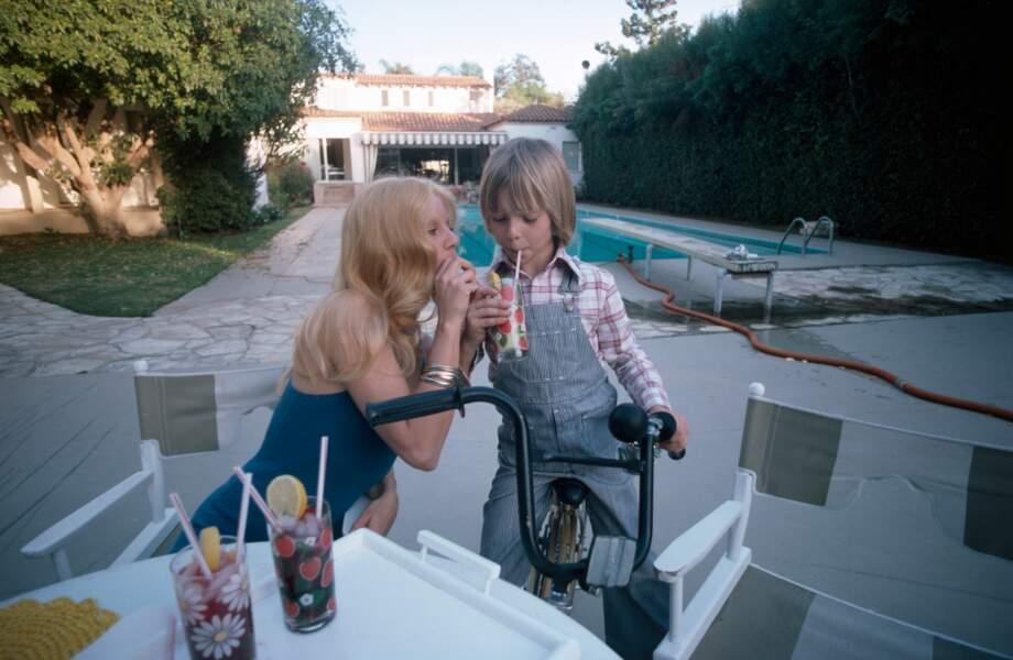 David avec Sylvie, à Los Angeles, où elle a décidé de l'élever au début des années 80.