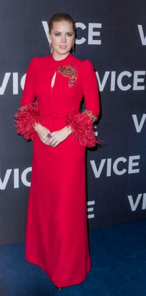 Un rouge punchy signé Andrew GN pour Amy Adams, preuve que pour les rousses, ça marche aussi !