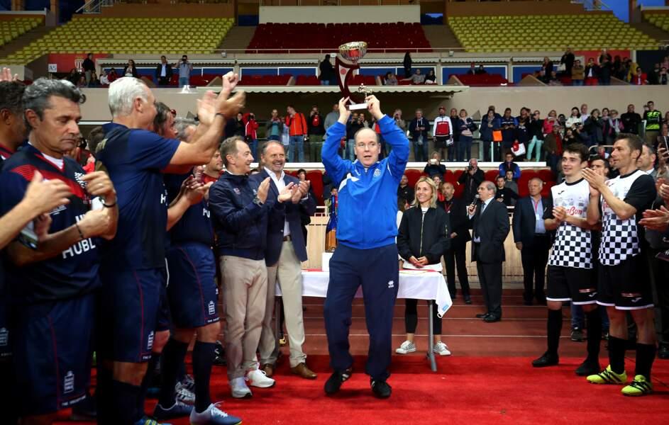 Le prince Albert, voictorieux suite au World Stars Football Match au Stade Louis II à Monaco, le 21 mai 2019