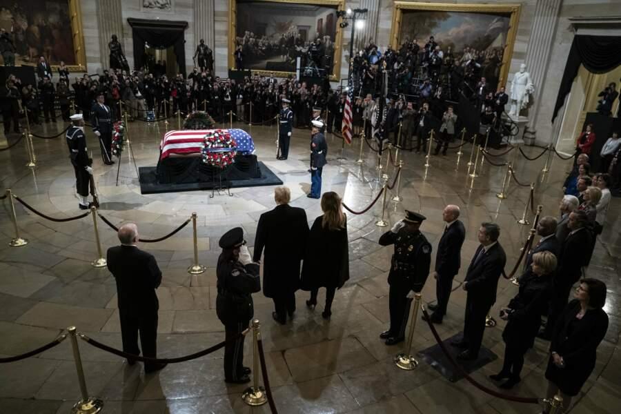 Avait alors lieu une cérémonie solennelle, en présence de la famille du défunt, mort à 94 ans