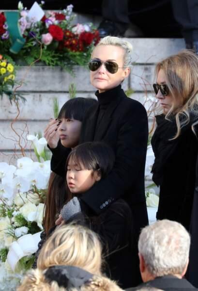 Convoi funéraire de Johnny Hallyday à l'église de Madeleine : les filles de Laeticia Hallyday émues