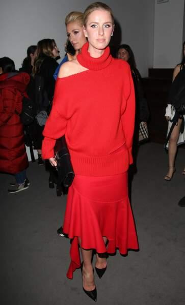 La drôle de robe pull de Nicky Hilton