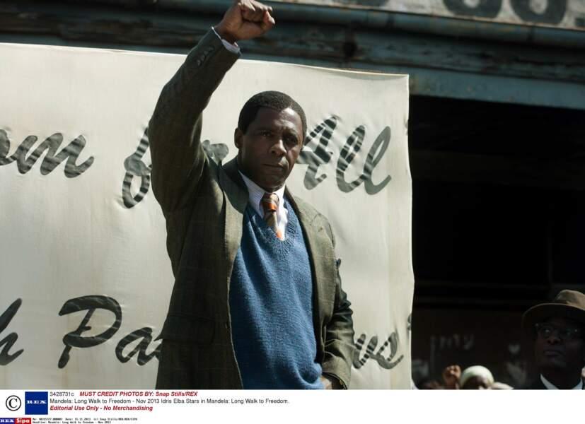 En 2013, Idris Elba a campé Nelson Mandela dans Mandela : Un long chemin vers la liberté