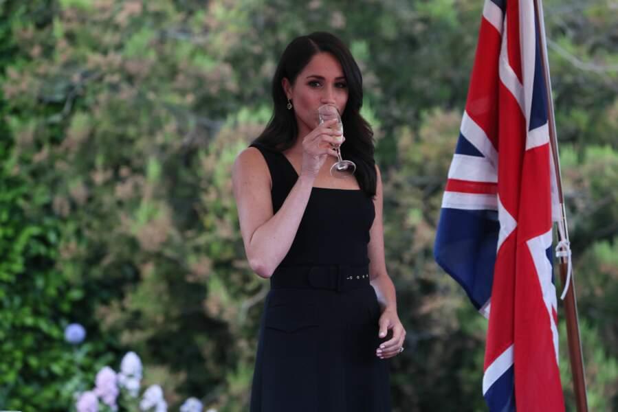 Meghan Markle n'est pas enceinte, la preuve : elle boit du champagne, ce 10 juillet