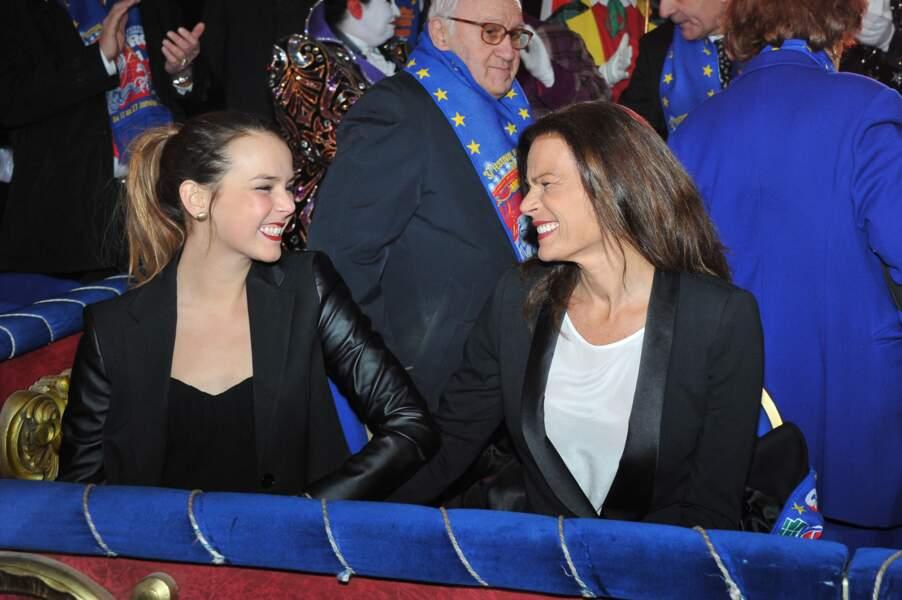 Stéphanie et Pauline, complices et souriantes, lors de l'ouverture du festival du cirque de Monte Carlo 2013