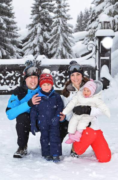 Kate, Charlotte, George et William lors de leurs vacances dans les Alpes françaises le 7 mars 2016