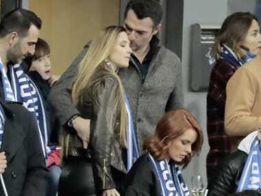 Arnaud Ducret très tactile avec sa compagne… pour applaudir les Bleus