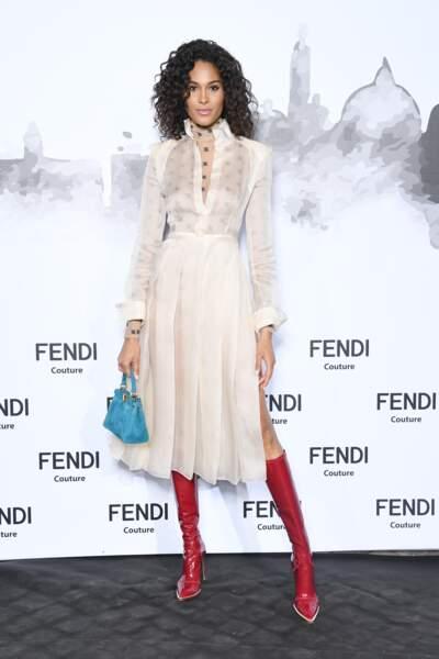 Cindy Bruna, la top française, était sublime au défilé hommage à Karl Lagerfeld par Fendi.