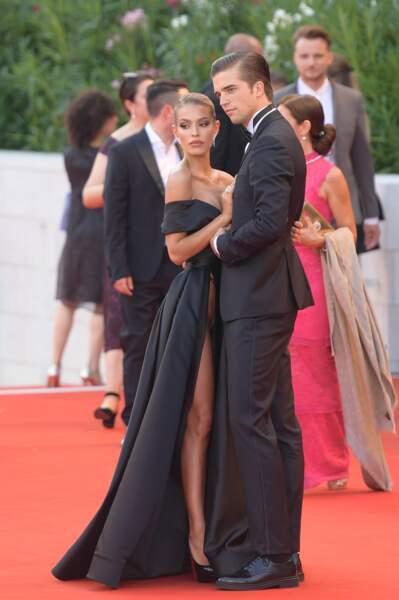 Avec sa robe très échancrée, Jessica Goicoechea a fait sensation sur le tapis rouge de la Mostra de Venise