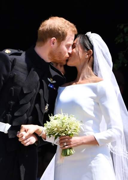 Le baiser qui scella l'union entre Meghan et Harry, devant la chapelle St. George à Windsor, le 19 mai 2018