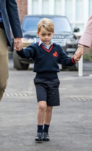 Le prince George a une collection impressionnante de chemisette qu'il porte sous son uniforme