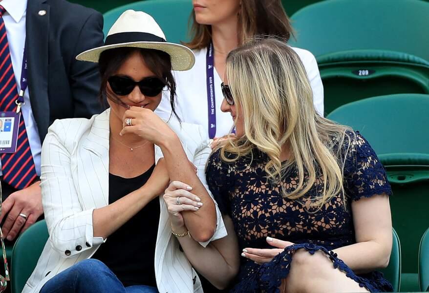 La ravissante Meghan Markle très détendue à Wimbledon, le 4 juillet 2019.