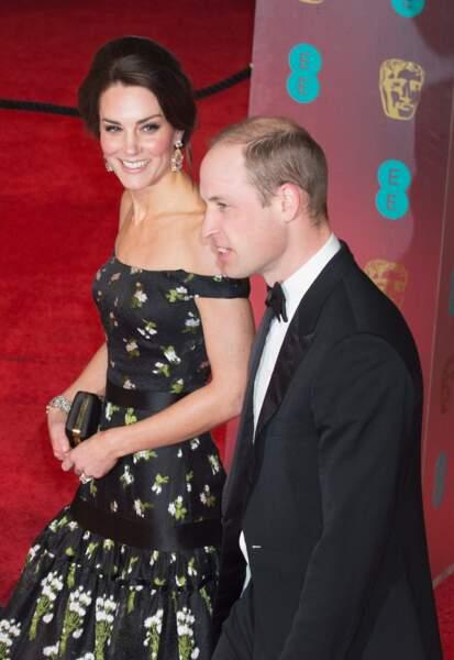 En 2017, cette robe Alexander McQueen avec son décolleté à la Bardot  avait fait sensation