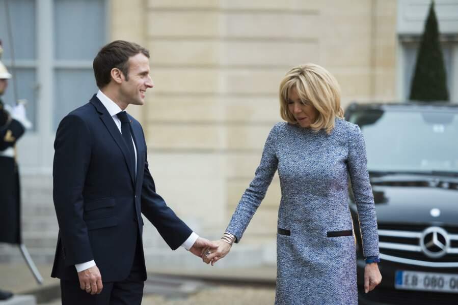 Emmanuel Macron et Brigitte Macron toujours main dans la main