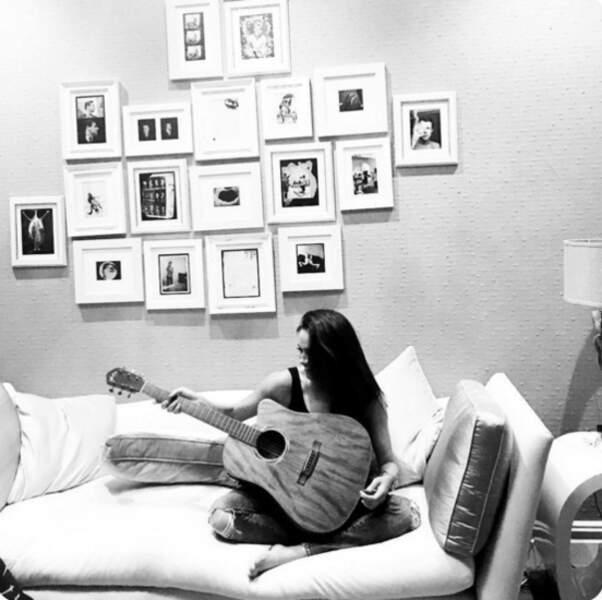 A la guitare, absolument irrésistible !