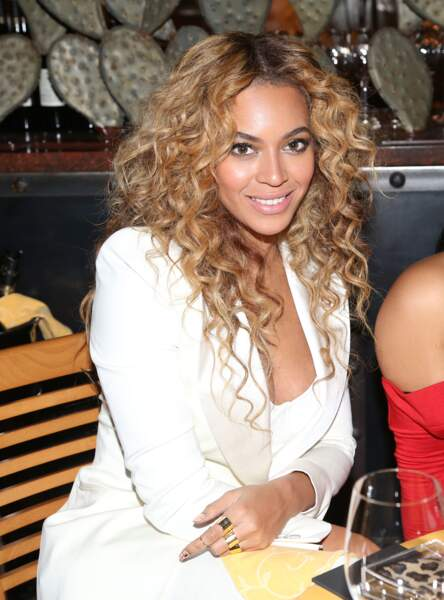 Certainement la plus belle coiffure que la star ait jamais eu, ce volume et ces boucles font carrément femme fatale