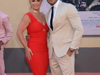 PHOTOS - Britney Spears a retrouvé la forme et le sourire au bras de son fiancé Sam Ashgari