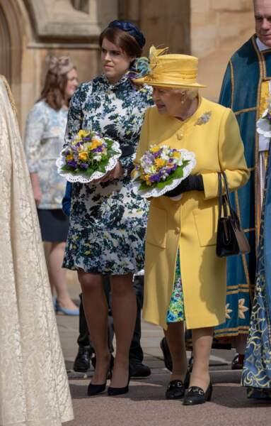 """La reine Elisabeth II et la princesse Eugenie d'York lors du """"Royal Maundy"""" porte une robe courte Erdem"""