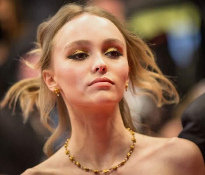 Les paupières arty comme Lily Rose Depp
