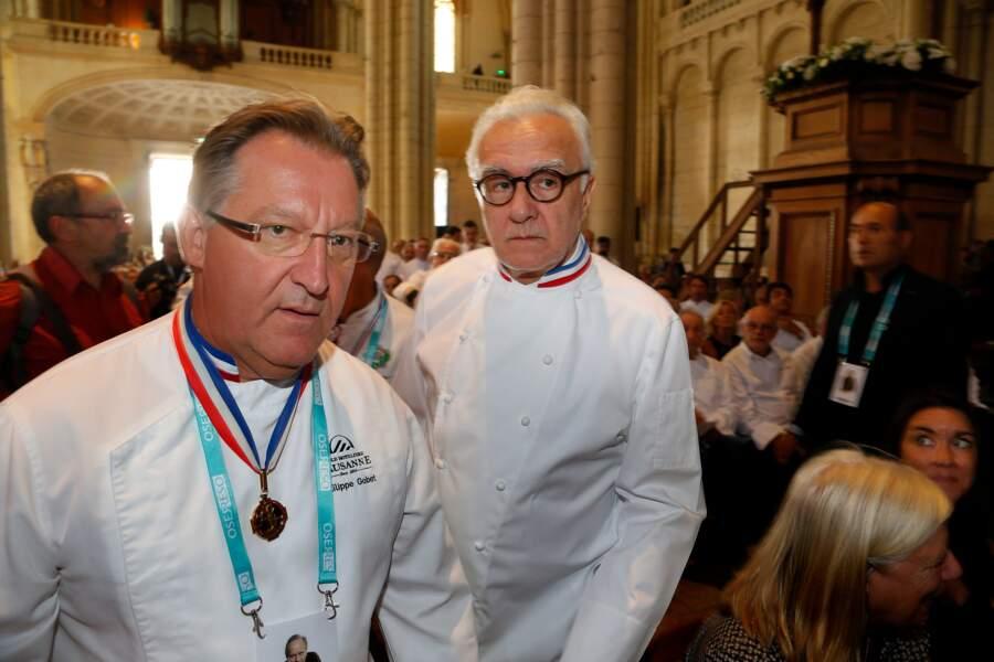 Philippe Gobet et Alain Ducasse aux obsèques de Joël Robuchon à la cathédrale Saint-Pierre de Poitiers le 17 août
